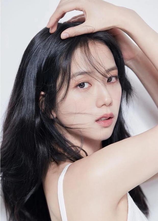 Hot rần rần ảnh profile mới của Jisoo (BLACKPINK) khi debut làm diễn viên: Make up như không vẫn xinh ngất, zoom cận mặt càng thêm choáng - Ảnh 6.