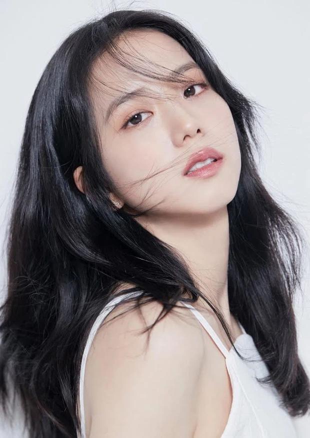 Hot rần rần ảnh profile mới của Jisoo (BLACKPINK) khi debut làm diễn viên: Make up như không vẫn xinh ngất, zoom cận mặt càng thêm choáng - Ảnh 3.