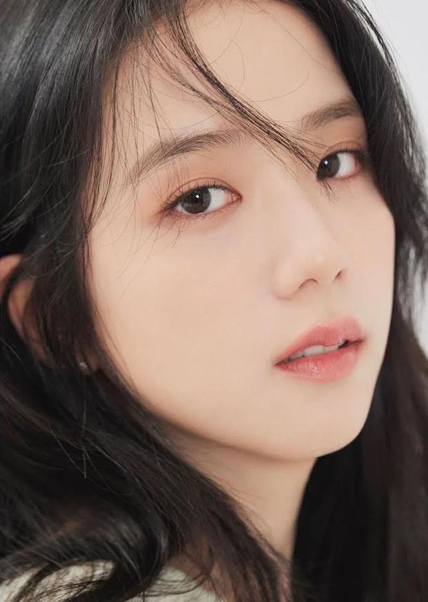 Hot rần rần ảnh profile mới của Jisoo (BLACKPINK) khi debut làm diễn viên: Make up như không vẫn xinh ngất, zoom cận mặt càng thêm choáng - Ảnh 4.