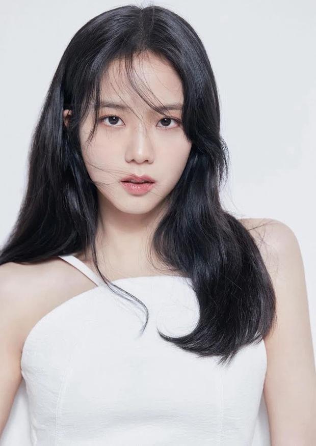 Hot rần rần ảnh profile mới của Jisoo (BLACKPINK) khi debut làm diễn viên: Make up như không vẫn xinh ngất, zoom cận mặt càng thêm choáng - Ảnh 5.