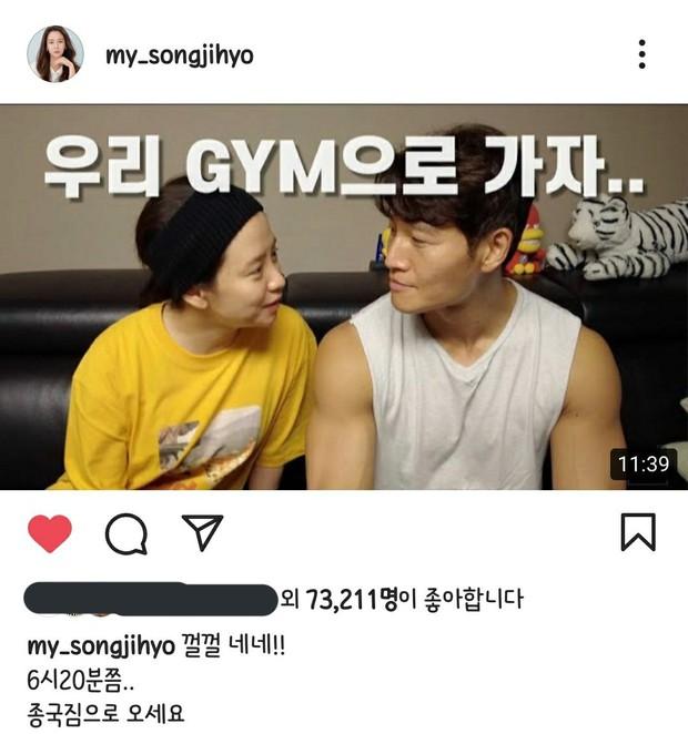 Vlog tại nhà Kim Jong Kook gây náo loạn MXH: Cãi yêu với Song Ji Hyo như vợ chồng, bóc phốt nhau trước hàng nghìn khán giả - Ảnh 2.