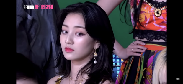 Ảnh chụp màn hình hậu trường tố nhan sắc thật của TWICE: Mina như tiểu thư quý tộc, nhưng choáng nhất là Tzuyu - Ảnh 7.