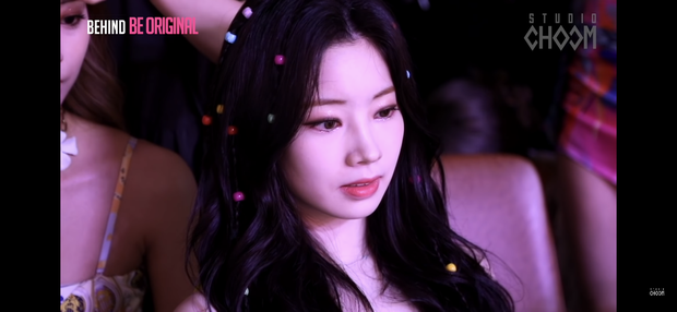 Ảnh chụp màn hình hậu trường tố nhan sắc thật của TWICE: Mina như tiểu thư quý tộc, nhưng choáng nhất là Tzuyu - Ảnh 3.