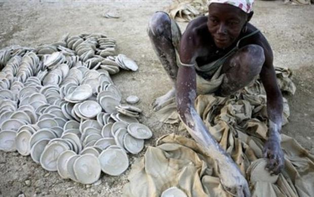 Cận cảnh cái nghèo ở Haiti nơi Tổng thống vừa bị ám sát: May mắn mới kiếm được 70.000 đồng/tuần, cái đói đáng sợ hơn virus Corona - Ảnh 1.