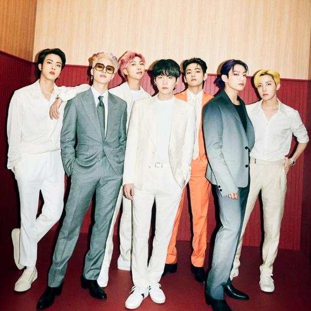 Fan nổi đoá khi Billboard đăng nhầm ảnh BTS thành nhóm không đội trời chung nhà SM: Cứ 7 người là BTS à? - Ảnh 4.