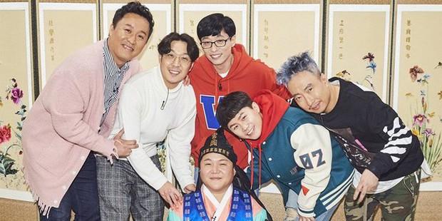 Running Man trở thành gameshow dài hơi nhất Hàn Quốc, Yoo Jae Suk và Haha tự phá kỷ lục của chính mình - Ảnh 2.