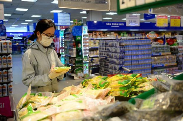 TP.HCM họp báo trước giờ giãn cách xã hội: Cấm dịch vụ ăn uống bán mang về, phát cơm từ thiện không quá 2 người - Ảnh 3.