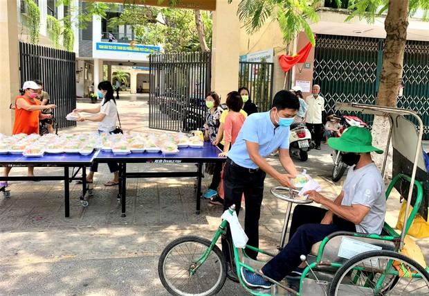 Đà Nẵng dành 100 tỷ đồng hỗ trợ cho 100.000 người lao động gặp khó khăn do Covid-19 - Ảnh 2.