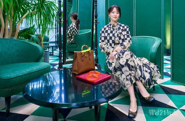 Lee Young Ae chặt chém sự kiện sang chảnh với sắc vóc mê hồn, dân tình sốc nặng: Có thật nàng Dae Jang Geum đã 50 tuổi? - Ảnh 4.