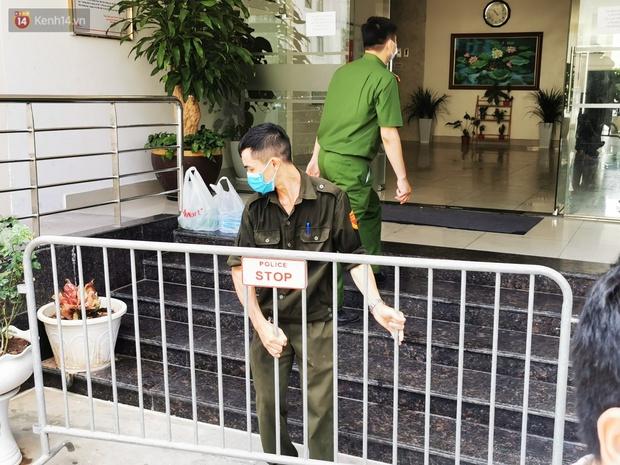 Hà Nội: Phong toả toà chung cư ở Thanh Xuân nơi có 2 ca dương tính SARS-CoV-2 - Ảnh 1.