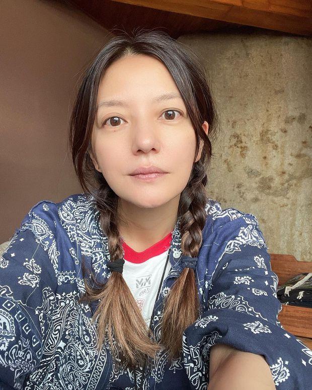 Triệu Vy đăng ảnh mặt mộc kèm status đáng ngờ giữa tin đồn ly hôn, Lâm Tâm Như lập tức có động thái sốt sắng - Ảnh 2.