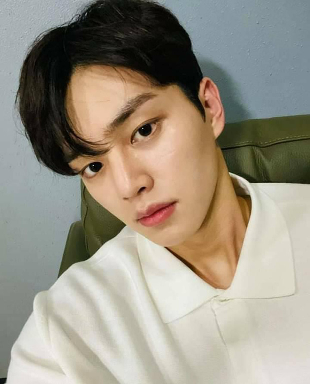 Song Kang (Nevertheless) bị soi chỉ trung thành duy nhất với một kiểu selfie, nhưng sao fan chỉ đòi xem bươm bướm? - Ảnh 5.