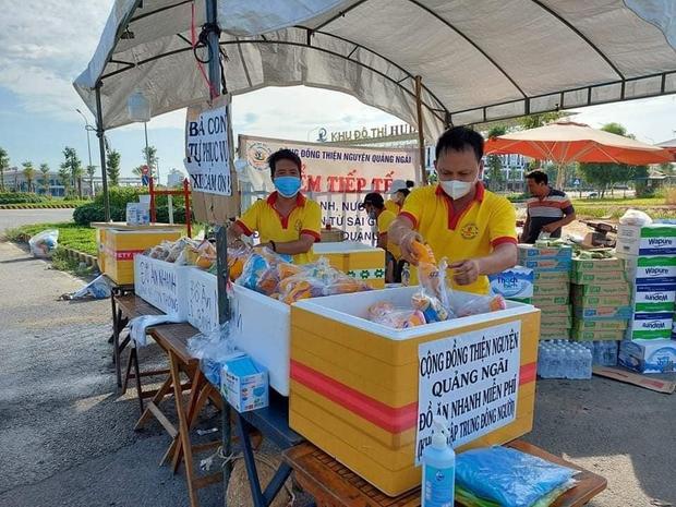 Nam thanh niên đi bộ từ Bình Thuận về Thanh Hóa, may mắn nhận món quà ý nghĩa dọc đường - Ảnh 3.