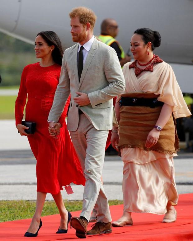 Meghan Markle từng bị chê không thể mặc sang bằng công nương Kate, một phần bởi lý do khá buồn cười này - Ảnh 4.