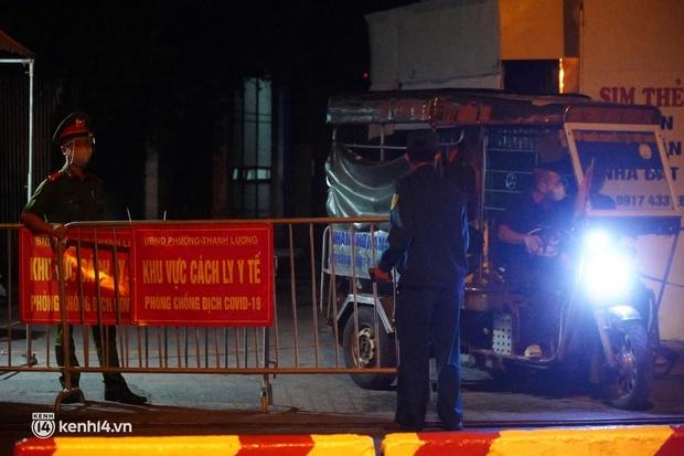 Hà Nội: Phong toả tạm thời ngõ 651 Minh Khai do có 20 ca nghi nhiễm Covid-19 - Ảnh 5.