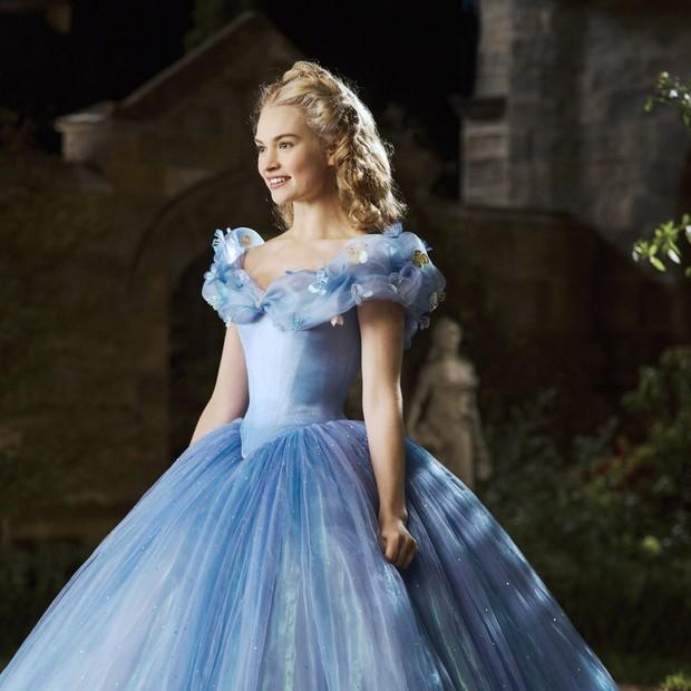 7 bí mật đằng sau váy Lọ Lem của Lily James: Khoảnh khắc kinh diễm lại gây ám ảnh, thốn nhất là khâu đi vệ sinh - Ảnh 7.