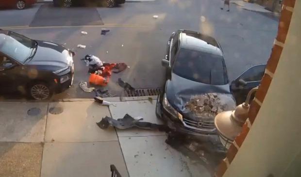 """Clip anh chàng cố chạy thoát khỏi """"chiếc ô tô điên"""" 3 lần liên tiếp khiến ai nấy đứng tim và sự thật gây sốc về người cầm lái - Ảnh 6."""