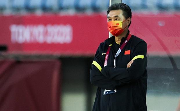 NÓNG: HLV Trung Quốc chính thức bị sa thải vì thành tích tệ nhất lịch sử - Ảnh 1.