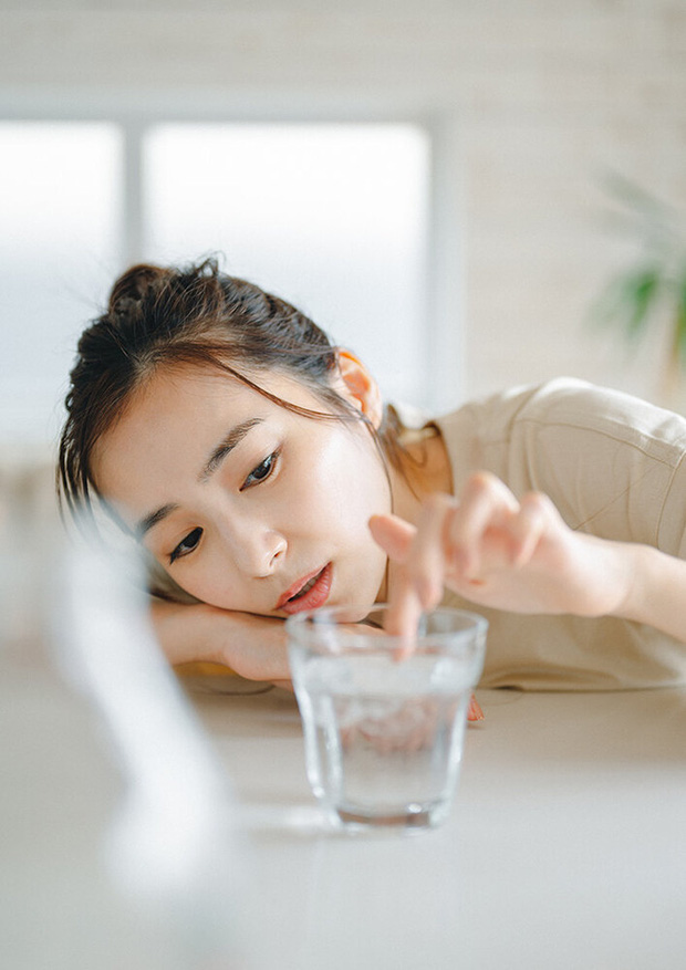 4 thói quen xấu của nhiều người trẻ chính là ngòi nổ gây ra căn bệnh sỏi thận, không muốn mắc bệnh thì hãy tránh ngay - Ảnh 1.