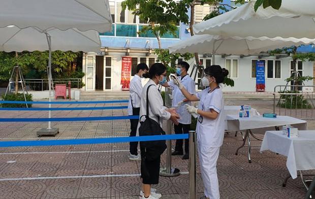 Hà Nội: Trả Giấy chứng nhận tốt nghiệp trung học phổ thông qua đường bưu điện - Ảnh 1.