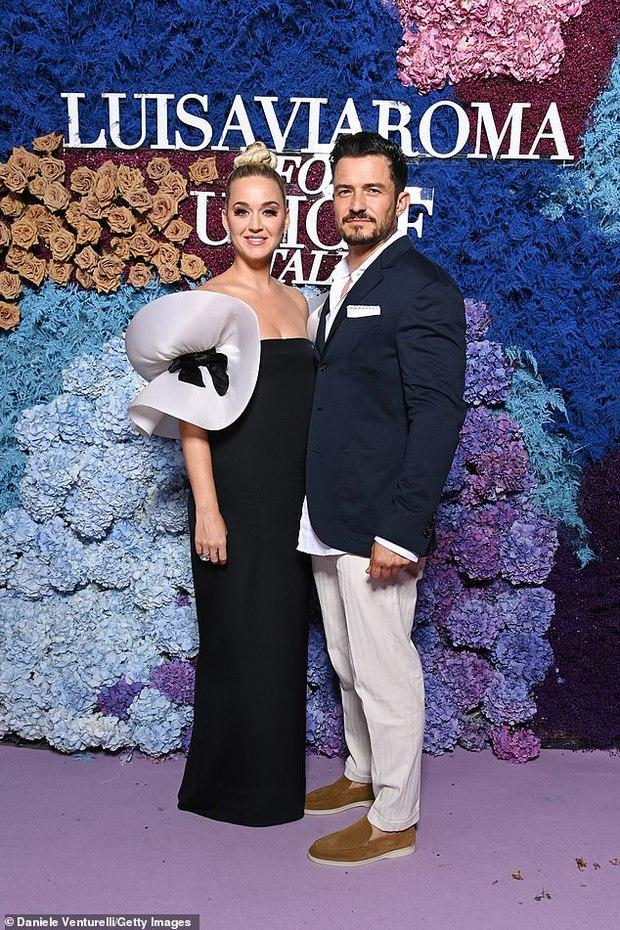 Thảm tím gala Unicef: Katy Perry lột xác, con gái Heidi Klum ngực khủng át cả tình cũ Brooklyn và Emily Ratajkowski hở hiểm hóc - Ảnh 3.