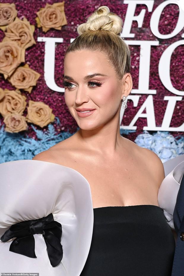 Thảm tím gala Unicef: Katy Perry lột xác, con gái Heidi Klum ngực khủng át cả tình cũ Brooklyn và Emily Ratajkowski hở hiểm hóc - Ảnh 4.