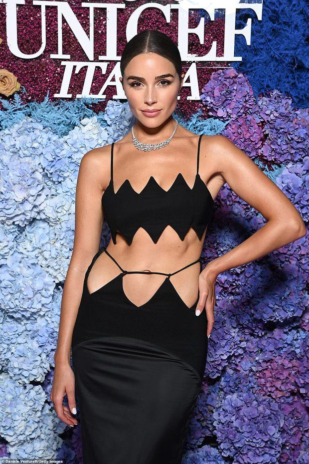 Thảm tím gala Unicef: Katy Perry lột xác, con gái Heidi Klum ngực khủng át cả tình cũ Brooklyn và Emily Ratajkowski hở hiểm hóc - Ảnh 17.