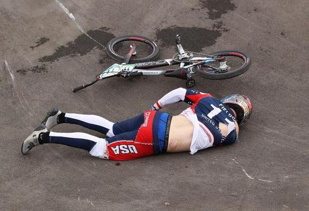 Nhà vô địch Olympic bị xuất huyết não sau tai nạn kinh hoàng - Ảnh 1.