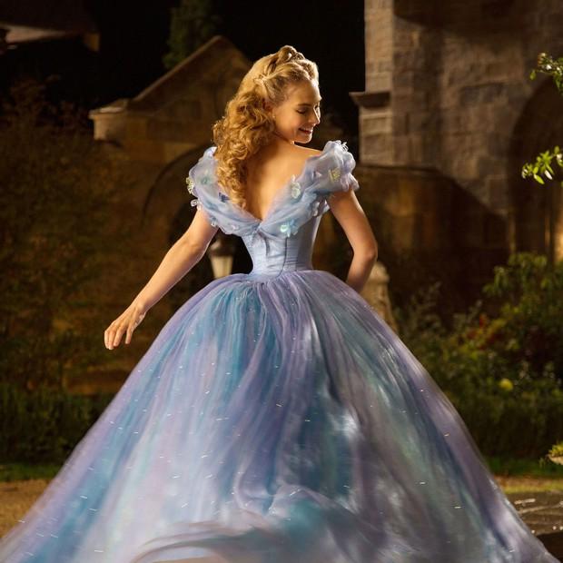 7 bí mật đằng sau váy Lọ Lem của Lily James: Khoảnh khắc kinh diễm lại gây ám ảnh, thốn nhất là khâu đi vệ sinh - Ảnh 3.
