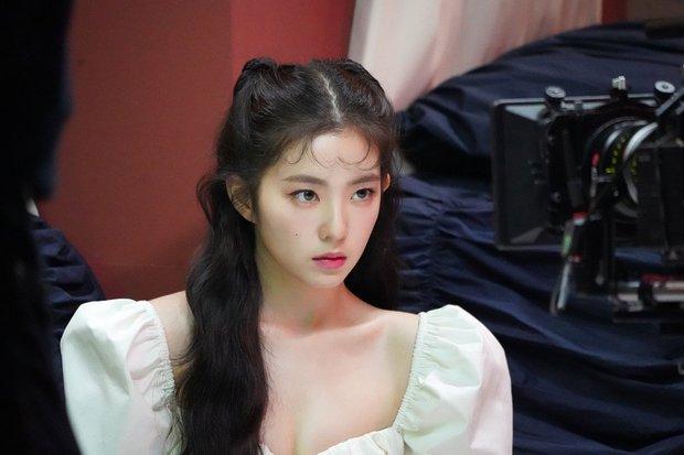 Red Velvet bảo toàn đội hình vượt qua số 7 lời nguyền: Áp lực so sánh với TWICE, BLACKPINK cùng màn đóng băng tiếc nuối - Ảnh 17.