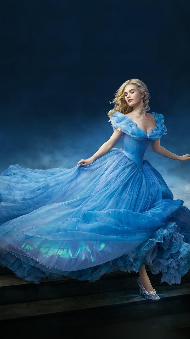 7 bí mật đằng sau váy Lọ Lem của Lily James: Khoảnh khắc kinh diễm lại gây ám ảnh, thốn nhất là khâu đi vệ sinh - Ảnh 2.