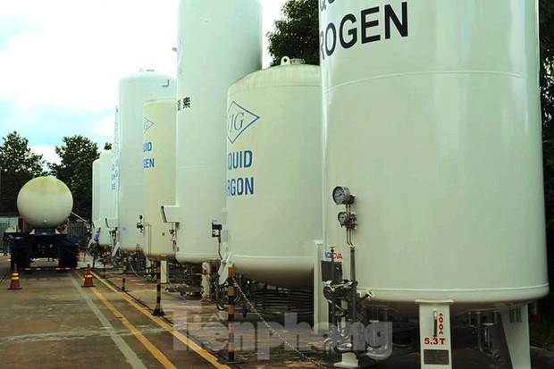 Cận cảnh nhà máy sản xuất oxy y tế khổng lồ phục vụ bệnh viện điều trị COVID-19 - Ảnh 12.