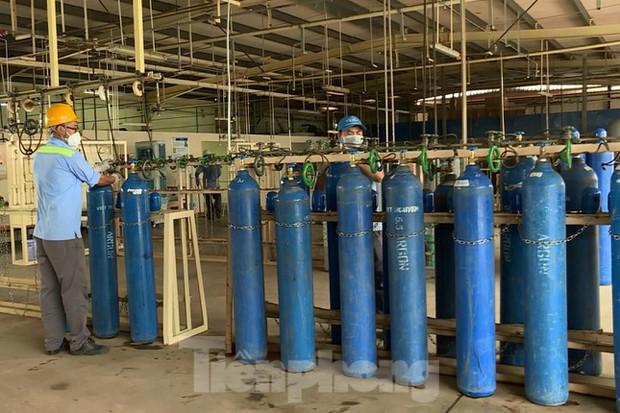 Cận cảnh nhà máy sản xuất oxy y tế khổng lồ phục vụ bệnh viện điều trị COVID-19 - Ảnh 5.