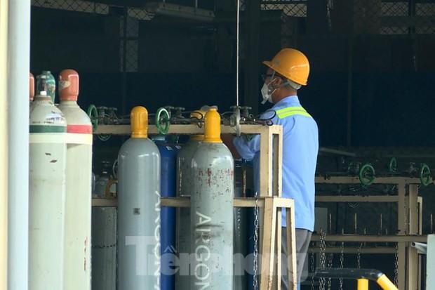 Cận cảnh nhà máy sản xuất oxy y tế khổng lồ phục vụ bệnh viện điều trị COVID-19 - Ảnh 10.