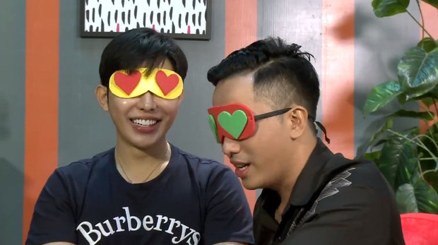 Trước khi bị khai tử, show hẹn hò Việt còn gây sốc bằng cảnh 2 chàng trai hôn nhau đắm đuối - Ảnh 1.