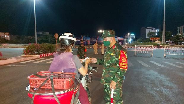 Bí thư Đà Nẵng yêu cầu phong tỏa gấp 4 phường tại quận Sơn Trà ngay trong đêm - Ảnh 3.