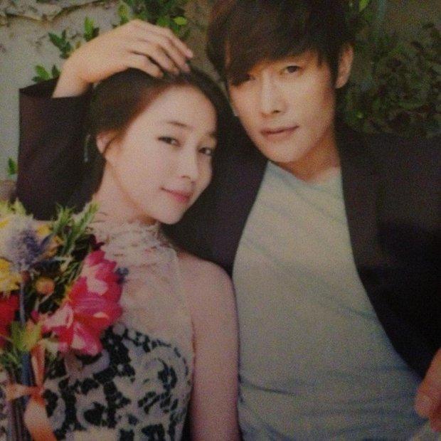 Kỷ niệm 8 năm, mỹ nhân Vườn Sao Băng xả ảnh cưới chưa từng công bố với Lee Byung Hun: Couple quyền lực, visual đỉnh cao có khác! - Ảnh 4.