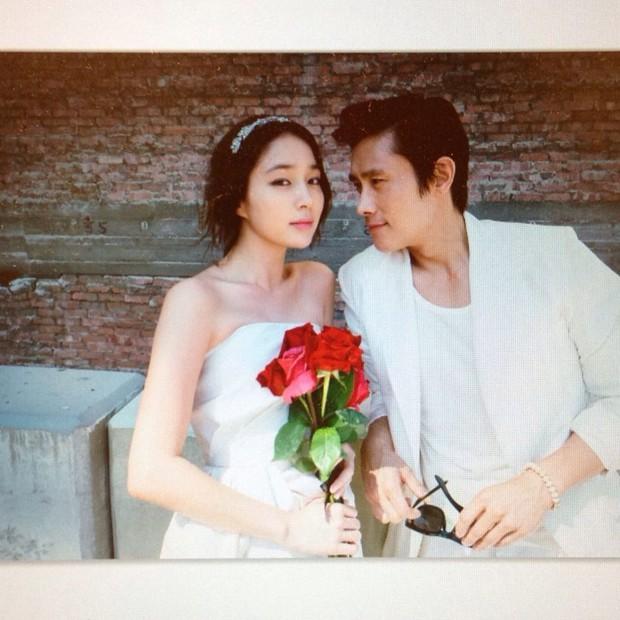 Kỷ niệm 8 năm, mỹ nhân Vườn Sao Băng xả ảnh cưới chưa từng công bố với Lee Byung Hun: Couple quyền lực, visual đỉnh cao có khác! - Ảnh 3.