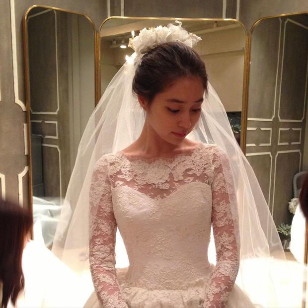 Kỷ niệm 8 năm, mỹ nhân Vườn Sao Băng xả ảnh cưới chưa từng công bố với Lee Byung Hun: Couple quyền lực, visual đỉnh cao có khác! - Ảnh 9.