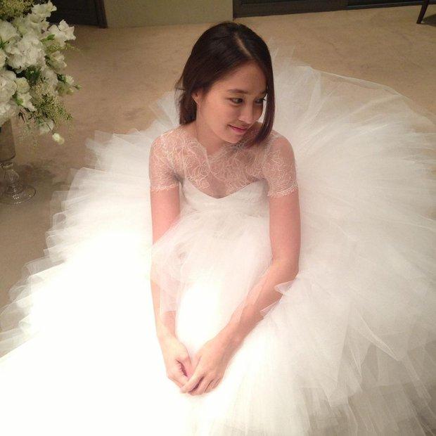 Kỷ niệm 8 năm, mỹ nhân Vườn Sao Băng xả ảnh cưới chưa từng công bố với Lee Byung Hun: Couple quyền lực, visual đỉnh cao có khác! - Ảnh 8.