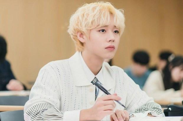 Sốc: Tiên tử nháy mắt Park Ji Hoon (Wanna One) bị tố ngoại tình, chi hàng trăm triệu cho BJ khoe thân, bay lắc với dàn thực tập sinh nữ - Ảnh 2.