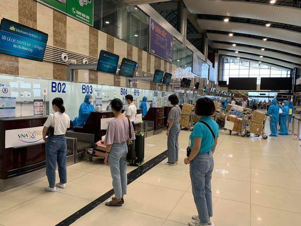 Gần 200 y bác sĩ của 11 đoàn y tế từ Hà Nội tiếp tục lên đường chi viện cho miền Nam chống dịch Covid-19 - Ảnh 1.