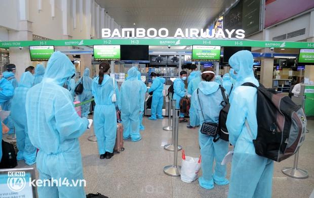 Bình Định tiếp tục đưa 950 công dân rời TP.HCM về quê trên 5 chuyến bay miễn phí - Ảnh 1.
