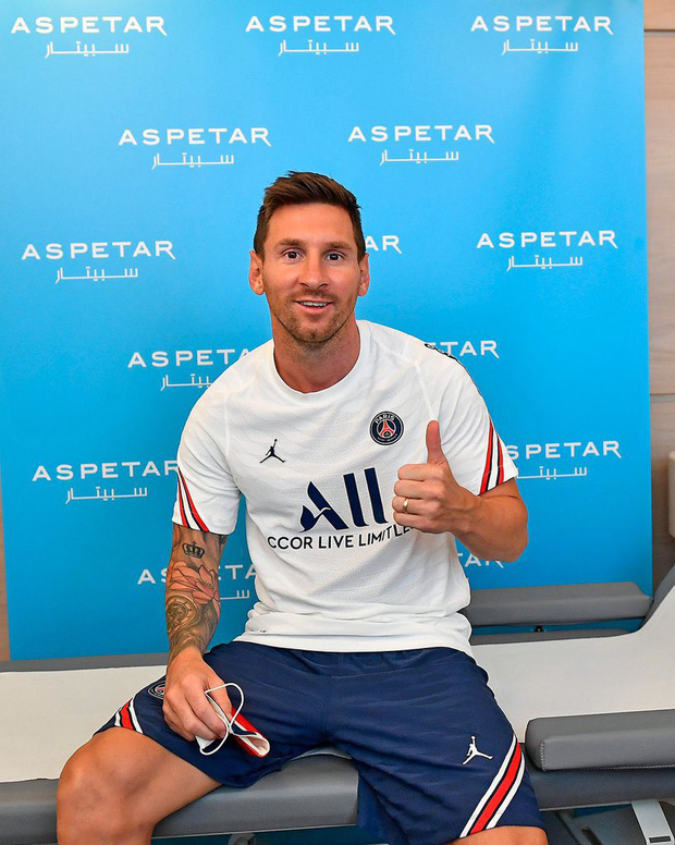 Hình ảnh chưa ai có thể quen: Messi chính thức ra mắt trong màu áo PSG, lựa chọn số đeo không ai ngờ - Ảnh 6.