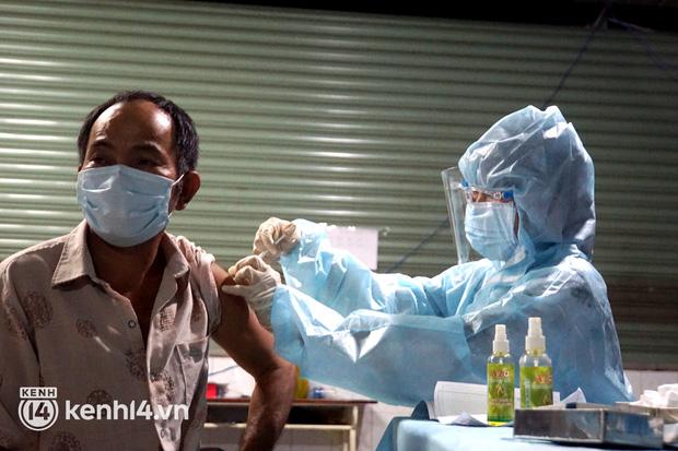 Có 3 nhóm người được tiêm vaccine Sinopharm tại TP.HCM - Ảnh 1.