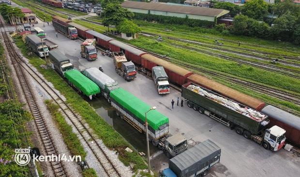 Hoà Bình chuyển gần 400 tấn nhu yếu phẩm ủng hộ người dân TP.HCM chống dịch - Ảnh 1.