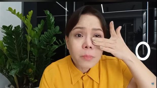 Việt Hương bật khóc: Tôi phải lên tiếng, không thể chịu được nữa rồi - Ảnh 4.