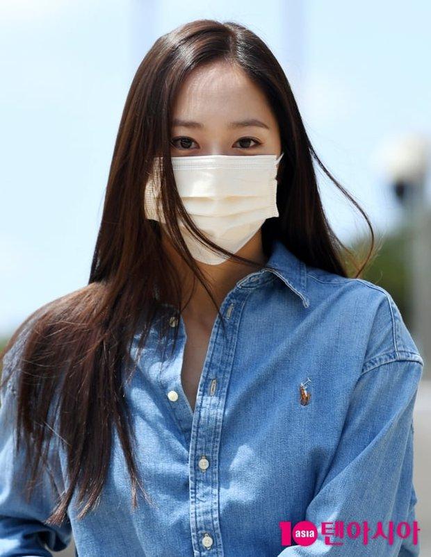 Kiểm chứng nhan sắc của dàn idol trên đường đi làm: Rosé eo nhỏ khó tin, Jeon Somi đẹp như búp bê, Irene lộ vòng 1 lấp ló sexy xịt máu - Ảnh 17.
