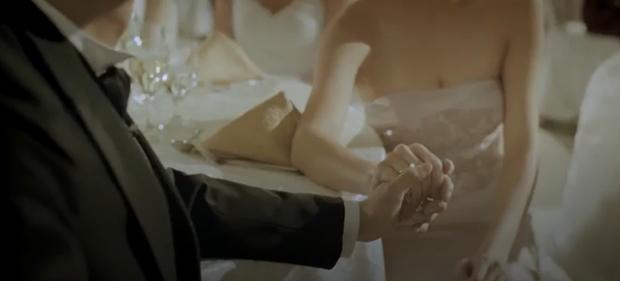 Phim Hoa ngữ 18+ gây sốc khi chiếu clip chú rể ân ái với đàn ông ngay lễ cưới, biểu cảm cô dâu nhìn mà tức giận giùm - Ảnh 2.