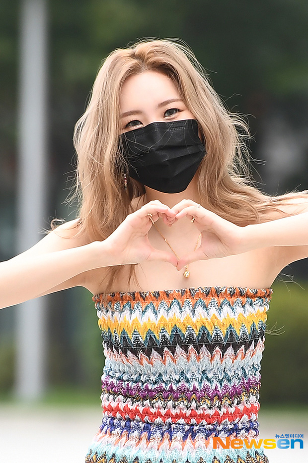 Kiểm chứng nhan sắc của dàn idol trên đường đi làm: Rosé eo nhỏ khó tin, Jeon Somi đẹp như búp bê, Irene lộ vòng 1 lấp ló sexy xịt máu - Ảnh 16.